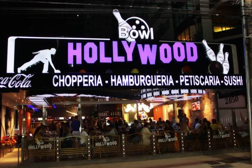 Hollywood Bowl abre en Balneario Camboriu con increíble decoración retro