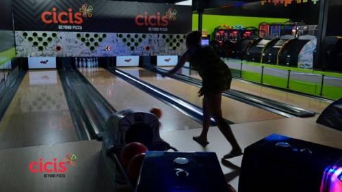 Cici's Pizza, franquicia con 450 restaurantes, abre tienda con Bowling Café Imply