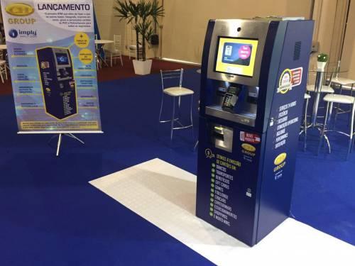 Imply® innova con impresora a color de tarjetas en Terminal de Autoservicio en Cards, Payment & Identification